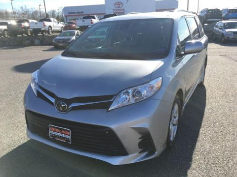 Certified Pre-Owned 2019 Toyota Sienna LE FWD 8-Passenger